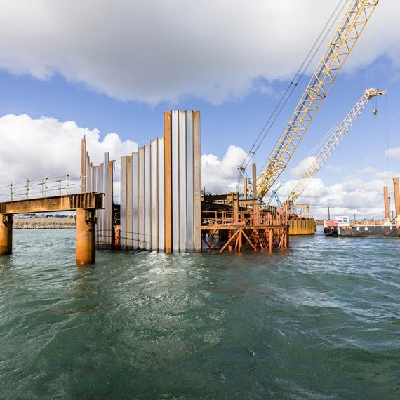 Brest (29) - Réalisation de la digue d'enclôture du nouvel polder du port de commerce