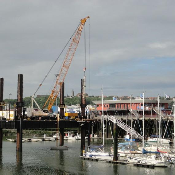 Spie batignolles nord - Battage de pieux de guidage métalliques - Port de plaisance de boulogne sur mer 2012