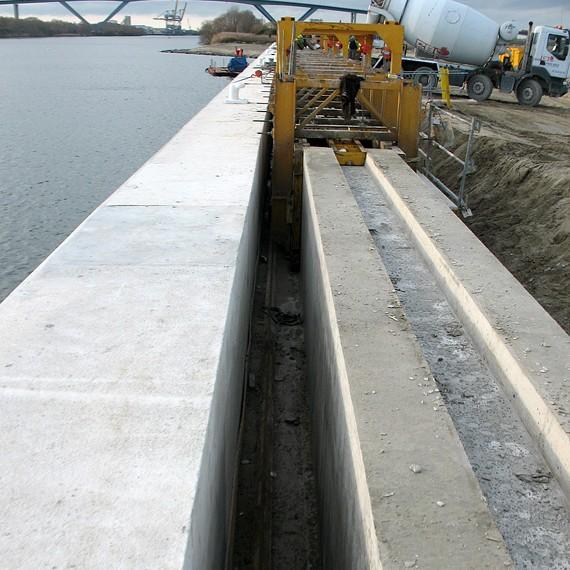 Spie batignolles nord - Projenor - Voies de grue des portiques de la future plateforme multimodal du Havre 2014