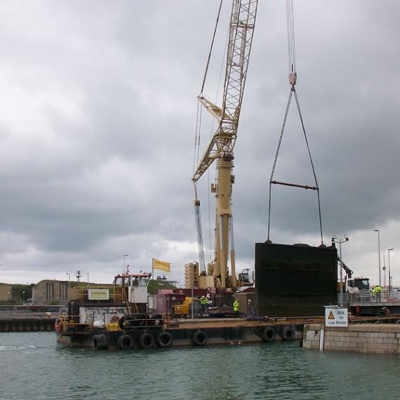 Spie batignolles nord - Port de Calais - Ecluse Ouest - Remise en état de marche de la porte de l'écluse de 17 mètres 2012