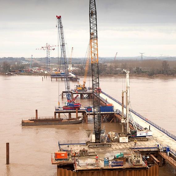 EMCC - Viaduc de la Dordogne - Travaux de battage pour la construction de six batardeaux -2013