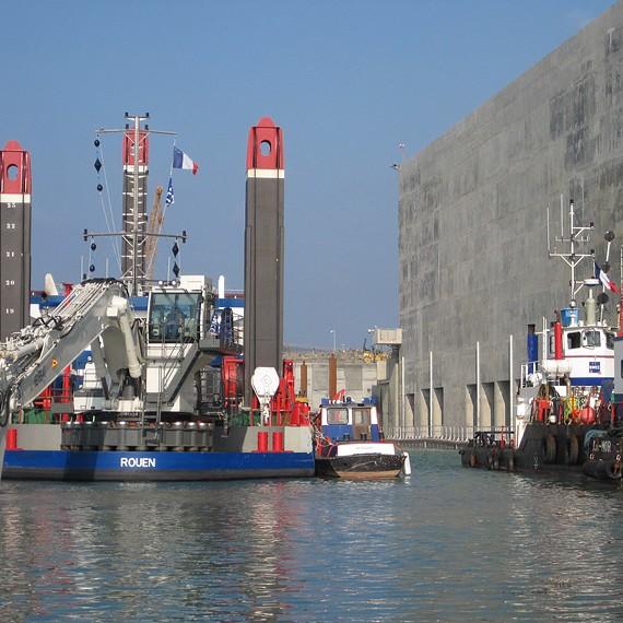 EMCC - Flamanville - Approfondissement du canal d'amenée par déroctage sous-marin - 2013