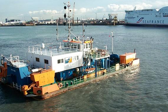 SODRANORD - Port de Calais - Dragage par injection d'eau - 2010