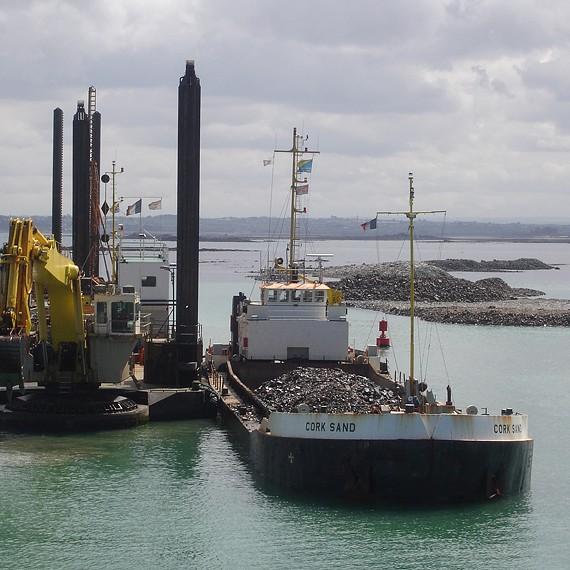 ATLANTIQUE DRAGAGE - Construction d'un port de plaisance avec sa digue de protection - Port de Roscof, Bloscon - 2010/2012