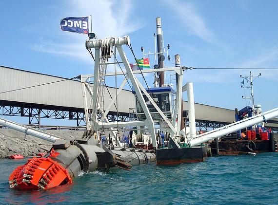 EMCC - Dragage du port de Lomé, Togo - 2013
