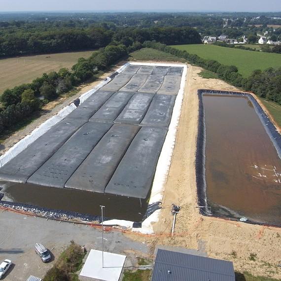 MARC SA - Terrassement du bassin de stockage, étanchéité par membrane PVC - Forêt de Fouesnant - 2012 - Photo par Panoramic Bretagne